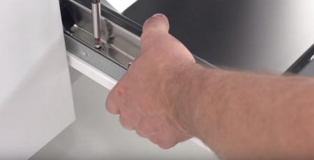 Установка мебельного фасада на встраиваемую посудомоечную машину. Установка фасада посудомоечной машины.